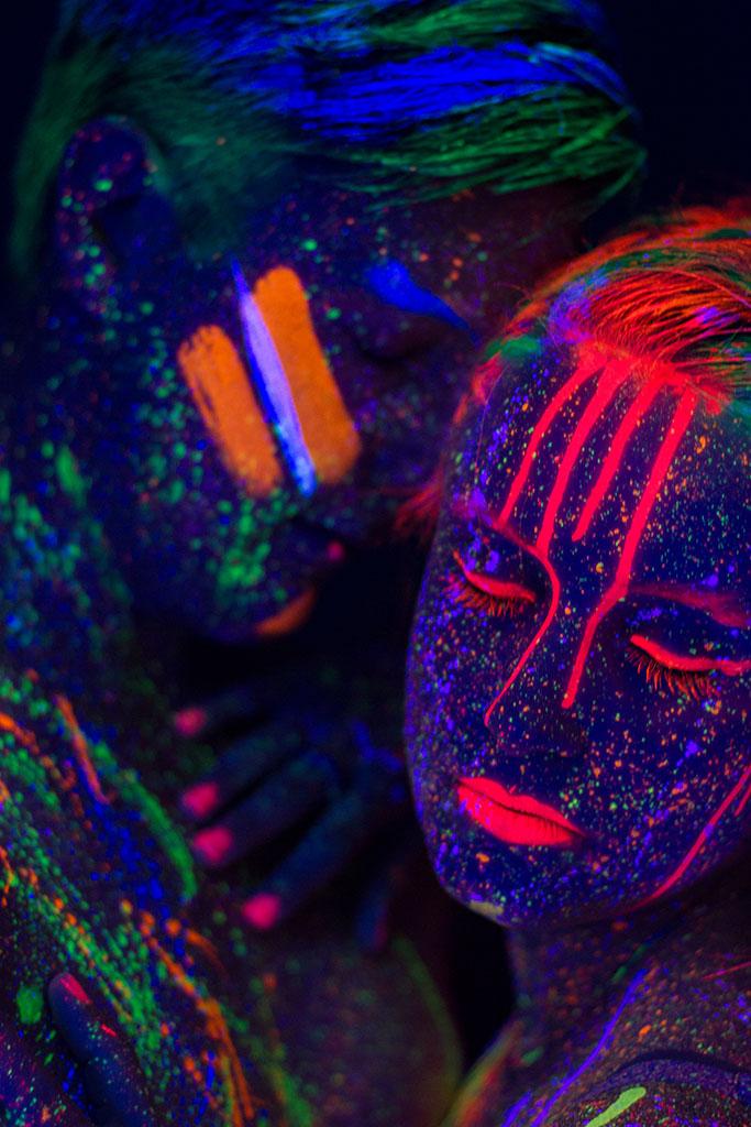 neon bodypainting couple